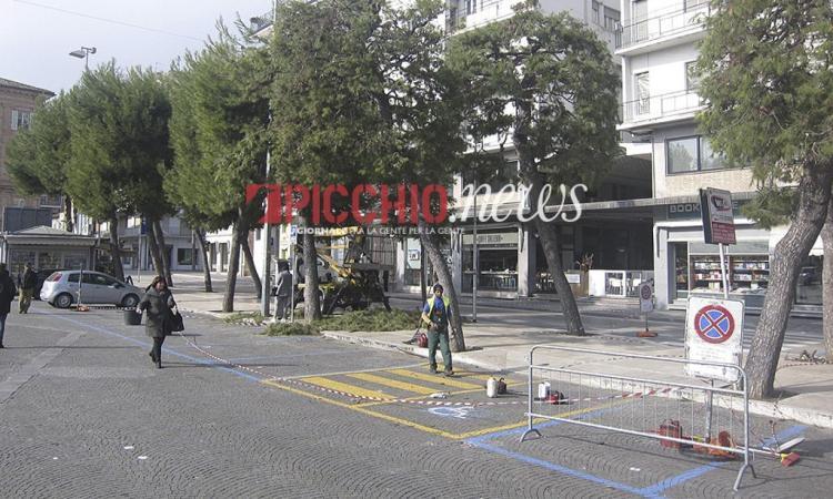 Civitanova, lavori in piazza XX Settembre: restyling per il marciapiede del vialetto nord