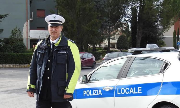 """Tolentino, dieci giovanissimi mettono a """"ferro e fuoco"""" il parcheggio Matteotti: denunciati"""