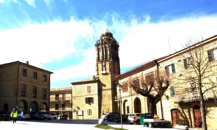 Gualdo, la piazza e le vie del centro storico negli scatti di Camillo Paparelli (FOTO)