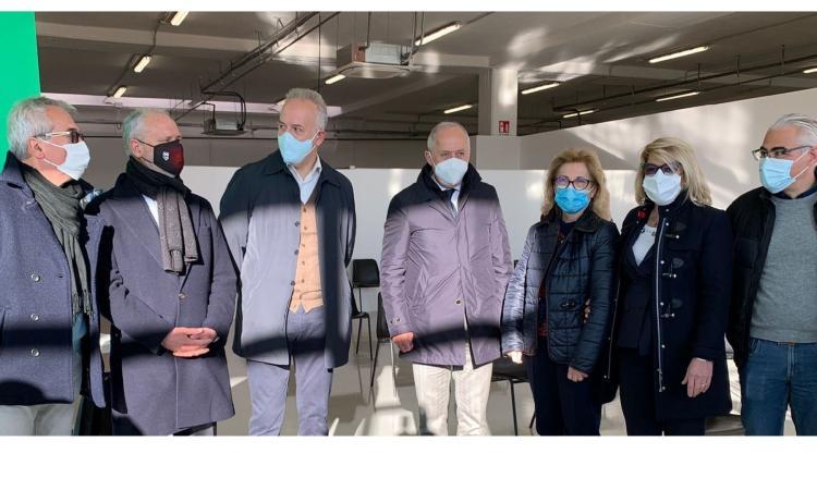 """Civitanova, apre il nuovo centro vaccini: """"Bisogna correre per uscire dall'incubo, snodo fondamentale""""(FOTO)"""