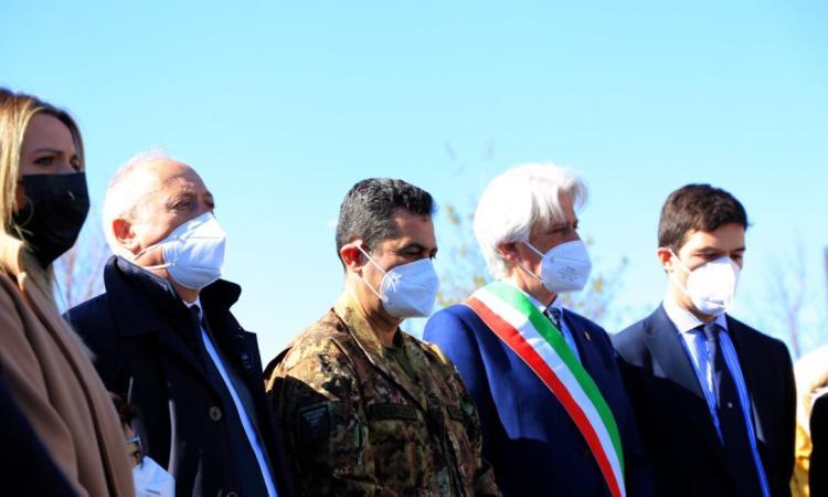 Macerata, il Generale Figliuolo mette in moto il nuovo hub vaccinale 'da 1500 dosi al giorno' (FOTO)