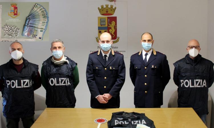 Civitanova, arrestato spacciatore: aveva 62 dosi di eroina e mille euro in banconote da 20