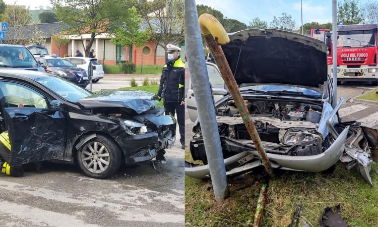 Tolentino - tremendo schianto tra due auto in viale Brodolini: una donna soccorsa in eliambulanza (FOTO)