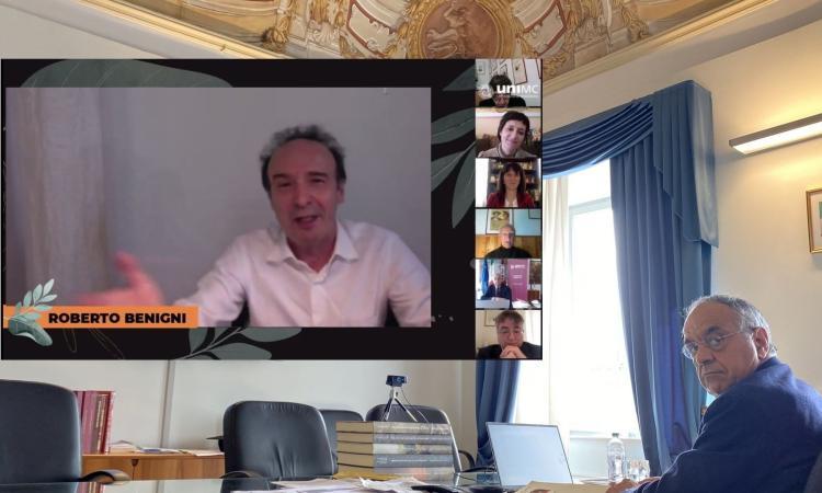 """""""Dante ci rende felici"""": Roberto Benigni mattatore del pomeriggio sui social di Unimc"""