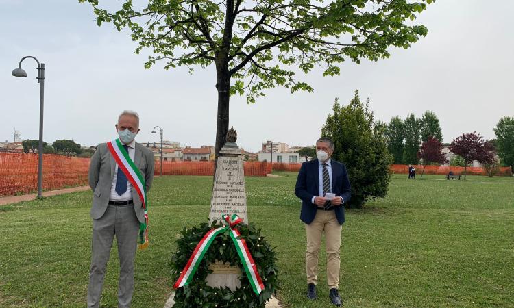 """Civitanova celebra il 1° Maggio: cerimonia al """"Cecchetti"""" con deposizione di una corona d'alloro"""