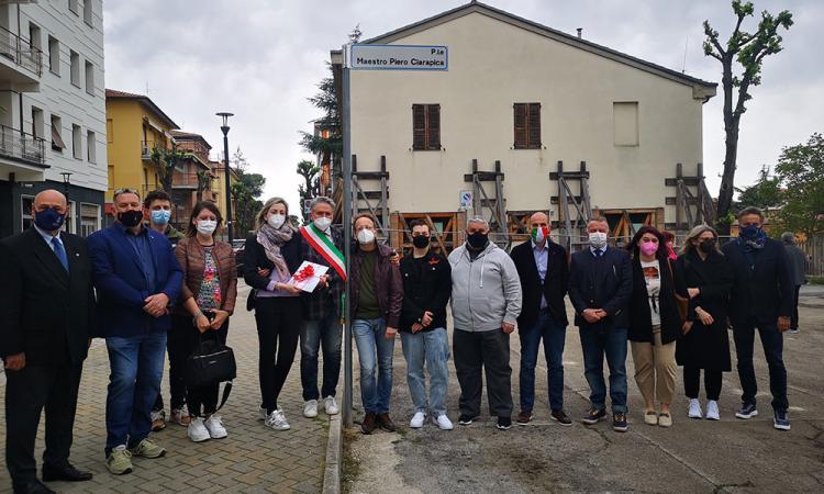 Tolentino, piazzale di viale Vittorio Veneto intitolato a Piero Ciarapica: svelata oggi la targa