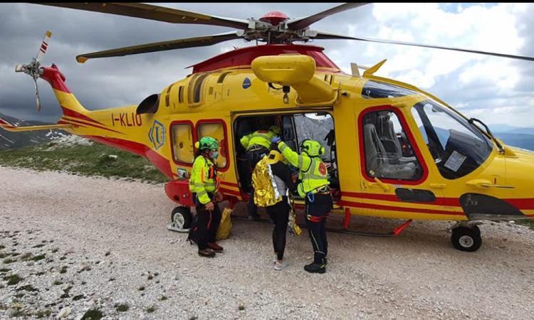 Rovinosa caduta nei pressi del lago di Pilato: escursionista soccorso in eliambulanza