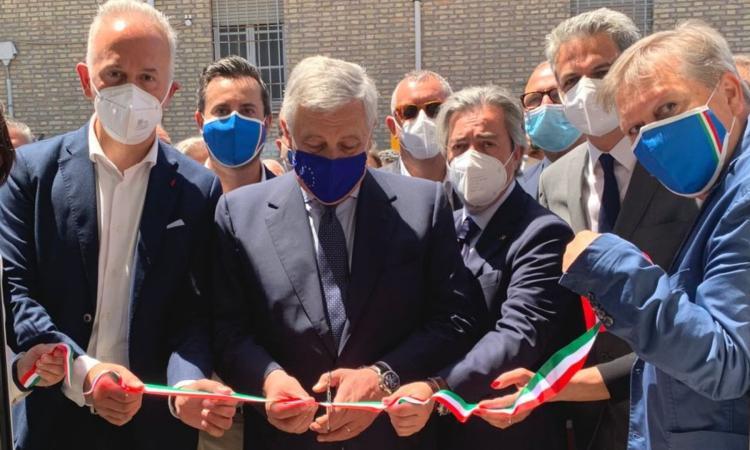 Forza Italia sceglie Civitanova: taglio del nastro con Tajani per la nuova sede. E Berlusconi fa una promessa