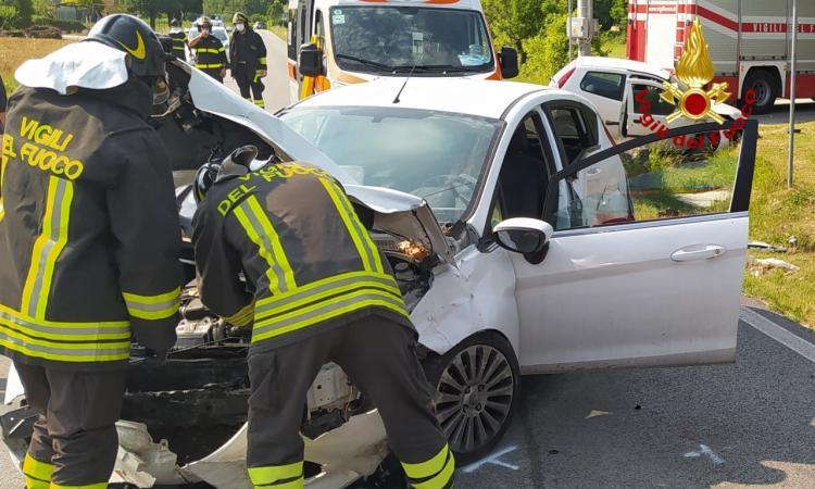 Recanati, violento scontro lungo la provinciale 105: due feriti al pronto soccorso