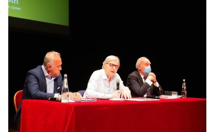 """Civitanova, Sgarbi presenta """"la solitudine delle cose"""", mostra di Massimo Listri (FOTO)"""