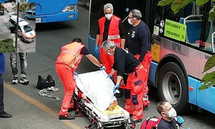 """Macerata, il nuovo dosso in via Don Bosco """"inganna"""" l'autista: quattro persone cadono nel bus"""