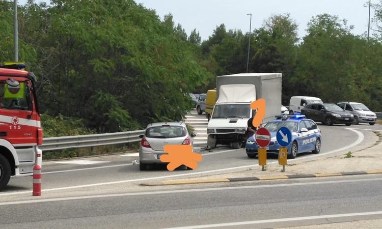 Incidente a Corridonia: auto entra contromano nella rampa di uscita della superstrada