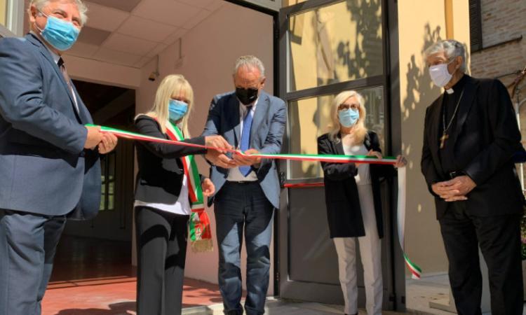 """San Severino, taglio del nastro per la nuova aula sistemi all'Ipsia """"Ercole Rosa"""""""