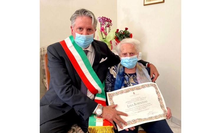 Tolentino ha una nuova centenaria: Lina Bordolini festeggiata anche dal sindaco