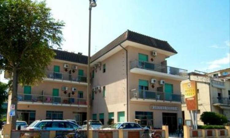 Civitanova, malore fatale: turista trovato senza vita sul balcone dell'Hotel