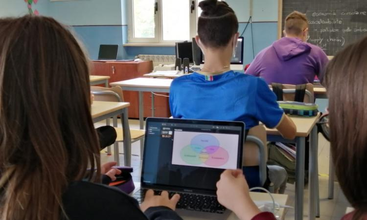 """San Severino, al """"Divini"""" webinar con l'Università di Macerata: green e digitale, oltre le parole"""