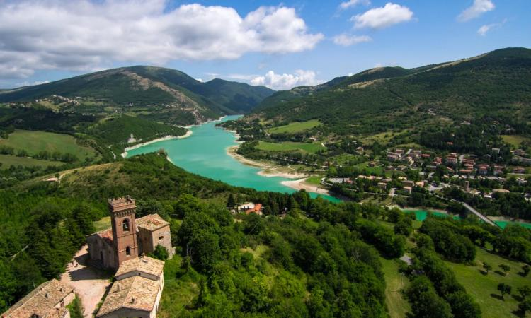 """I borghi incantati"" a Fiastra: una giornata tra montagna, laghi, storie, miti e leggende"