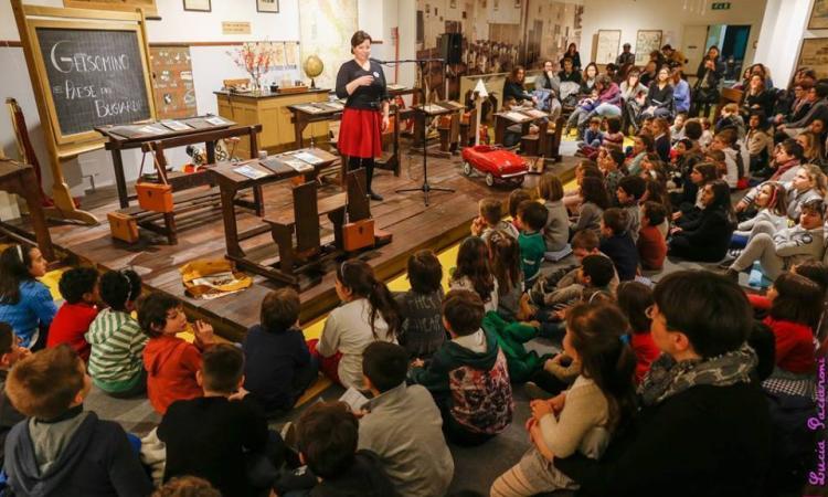 Macerata, museo della scuola: oltre 200 persone conquistate dalla magia della narrativa