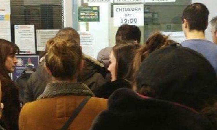 Furbi, furbetti e furbastri: a caccia del biglietto del treno gratis anche chi non ha casa inagibile