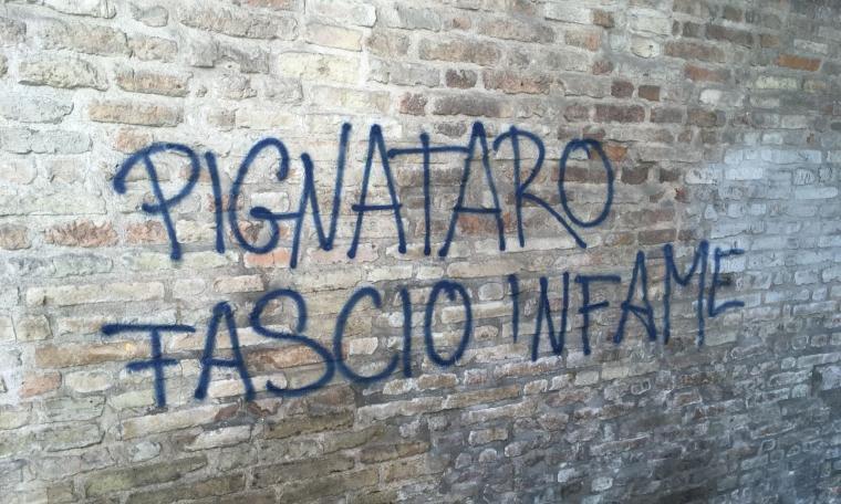 """""""Pignataro fascio"""": a Macerata spuntano scritte contro il questore"""